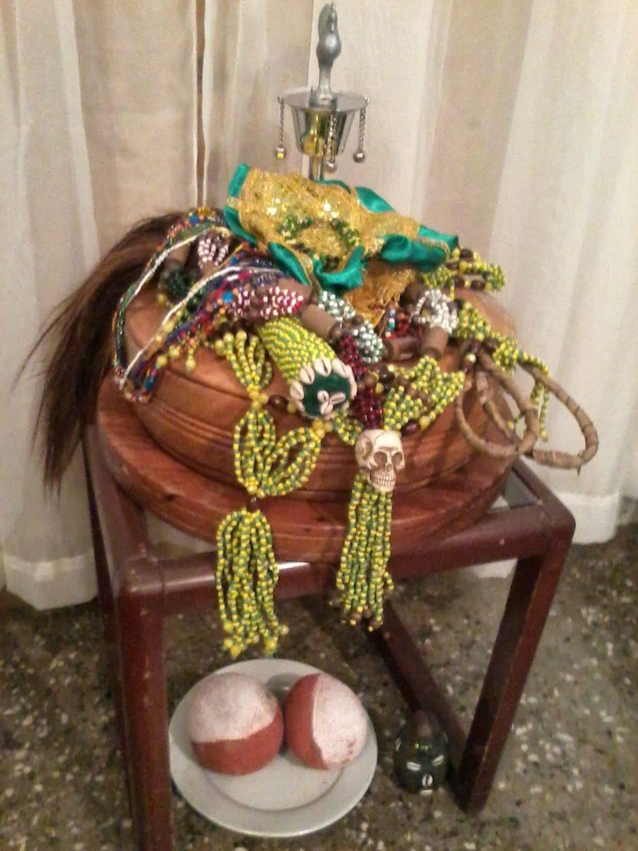 La Mano De Orula Significado Ceremonia Su Pulsera Y Mas